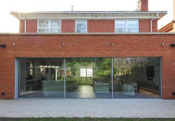 Cero Minimal Sliding Doors in an extension